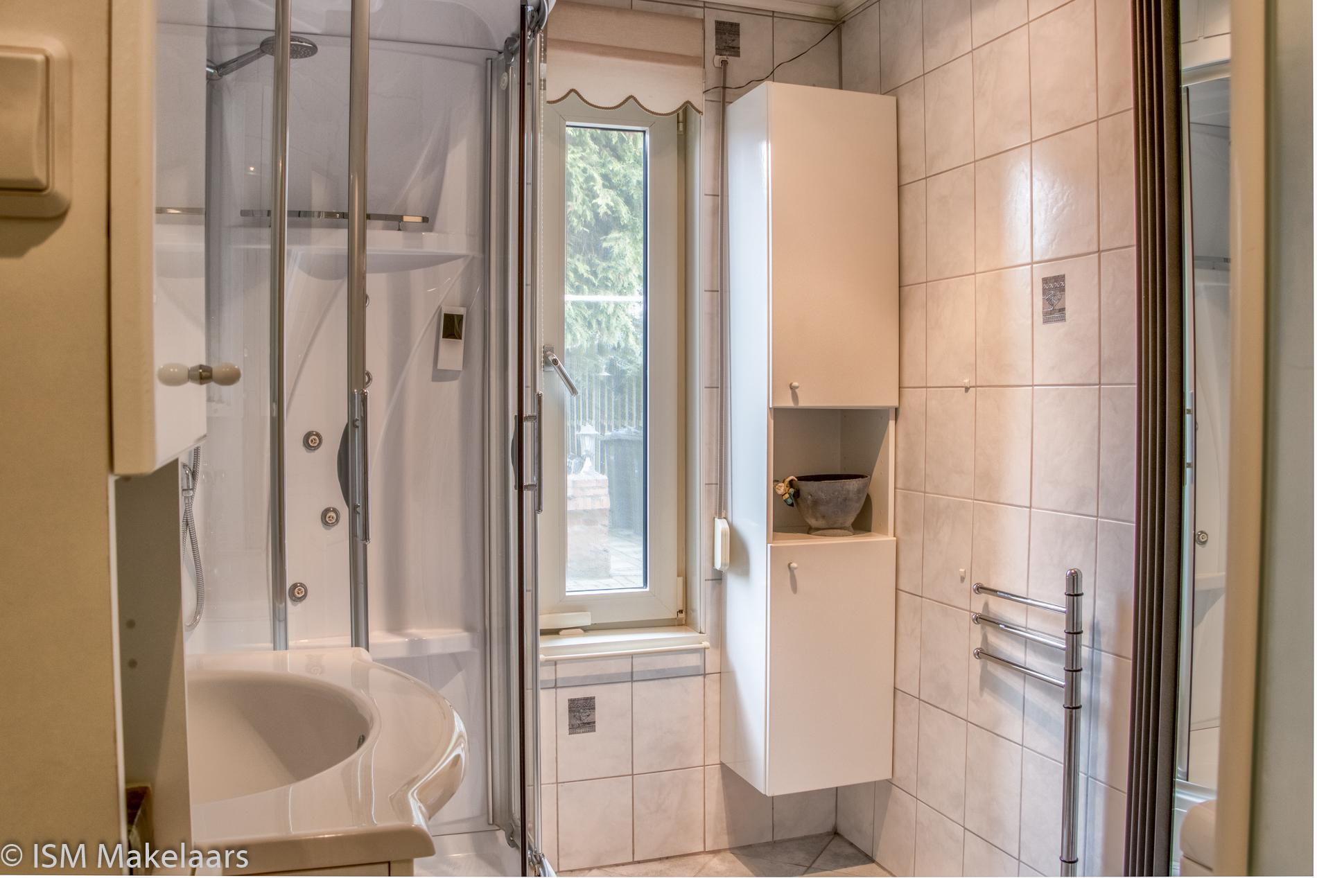Badkamer  tervatenseweg 24 kloetinge ISM makelaars