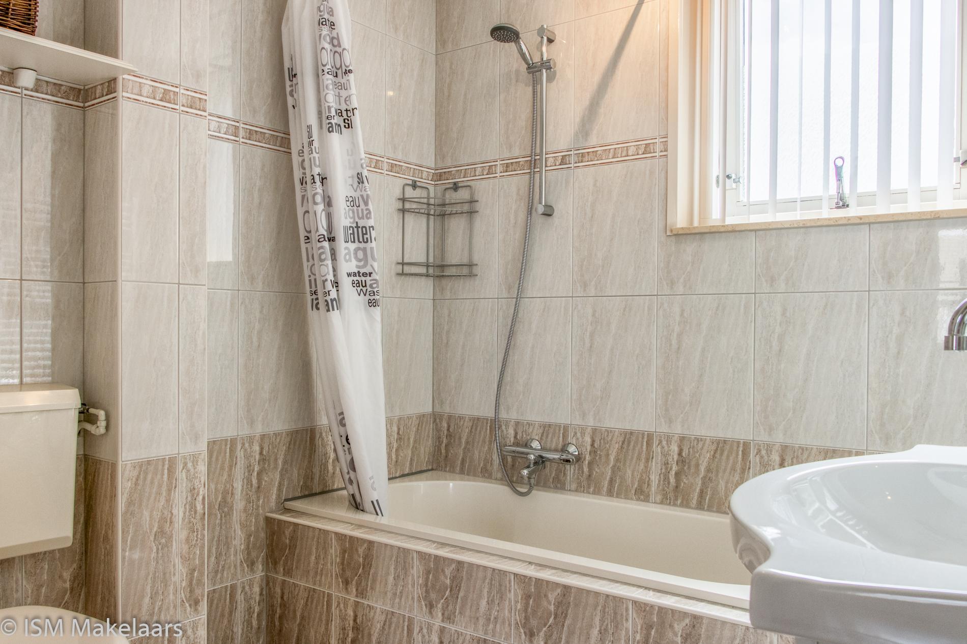 badkamer molenmeet 11 kruiningen