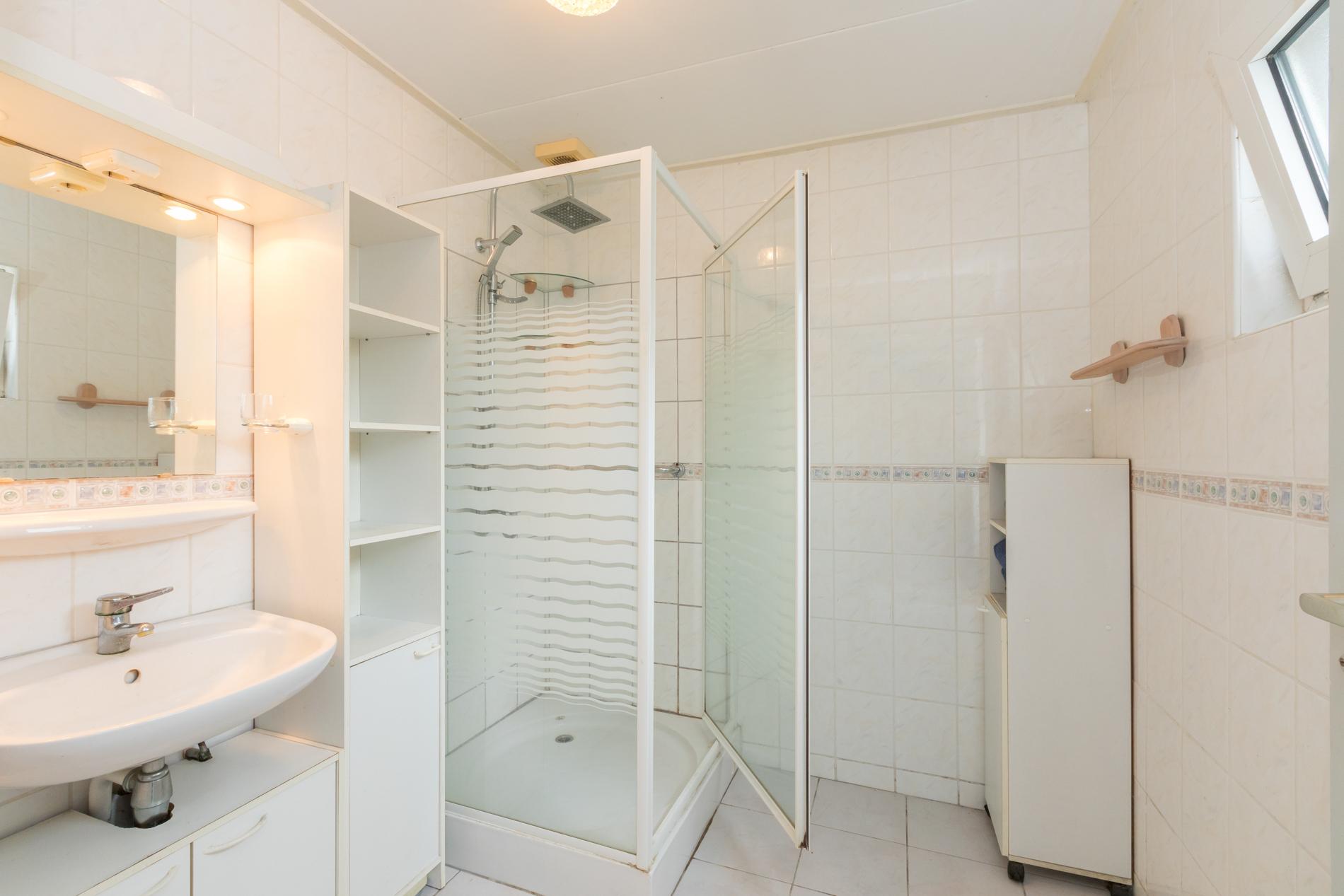 badkamer Veerweg 11 Wolphaartsdijk ism makelaars