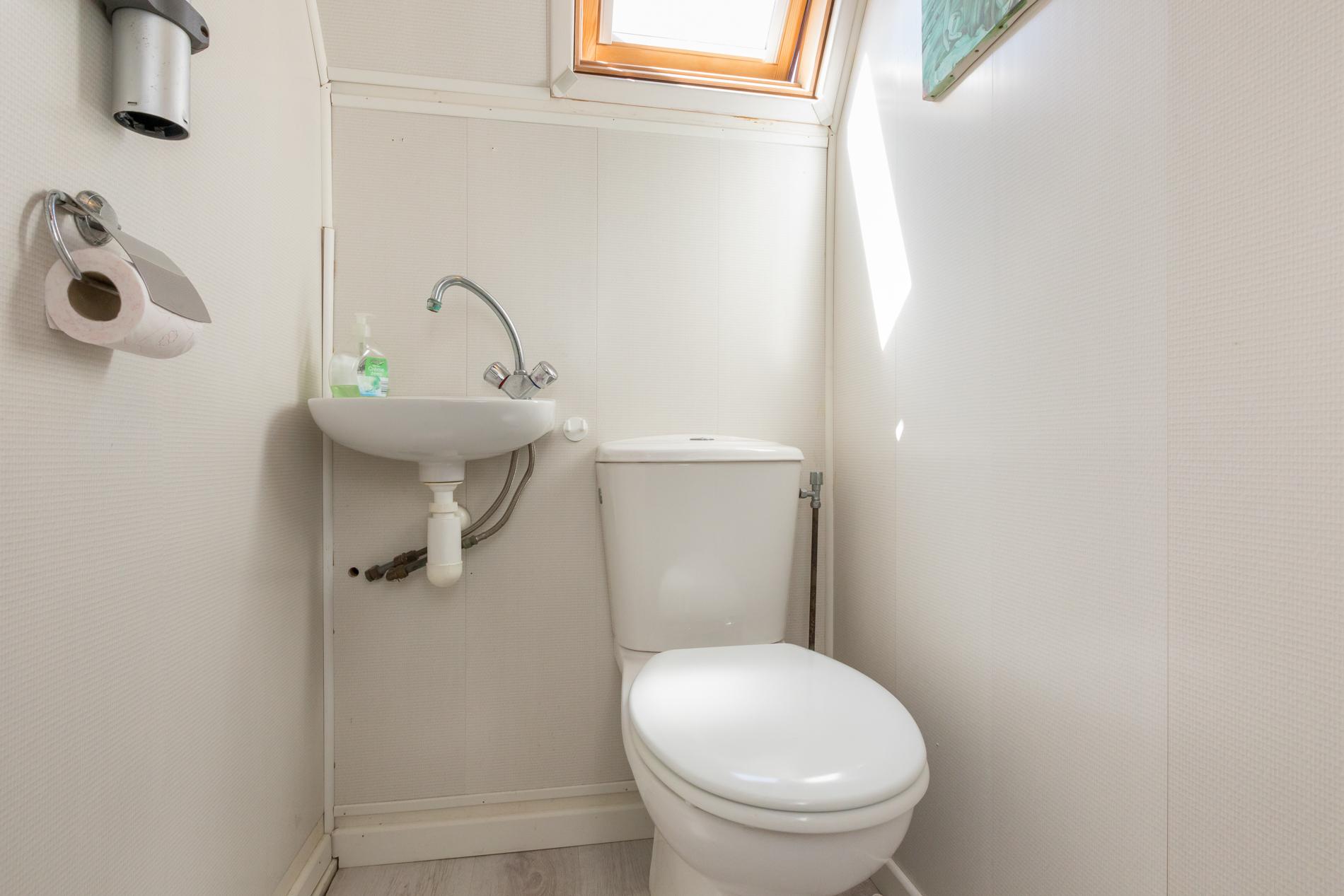 Toilet  Berghoekstraat 6 Kruiningen ism makelaars