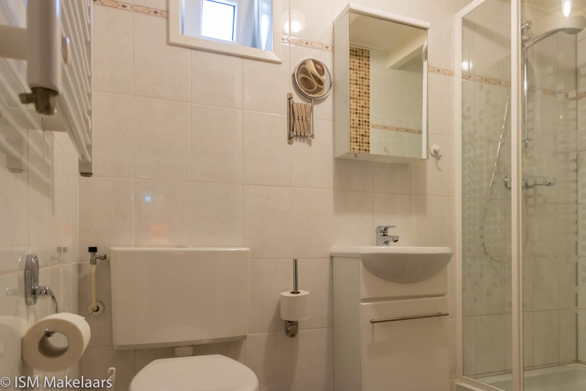 badkamer de spaier 3a zoutelande ism makelaars