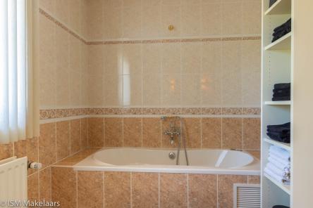 slaapkamer met badkamer de spaier 3 zoutelande ism makelaars